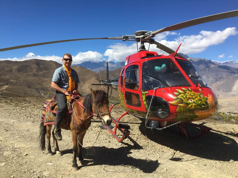 Helicopter tour to Mustang